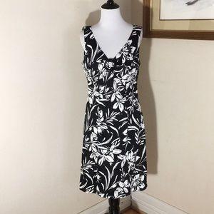 Jones New York B/W floral print dress. Size 8